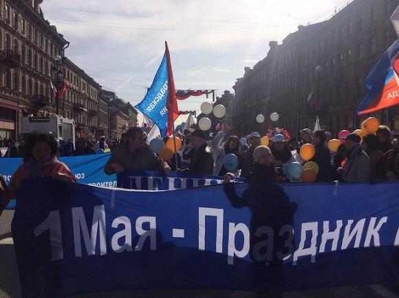 Защитники Исаакия ипрофсоюзы прошли единой колонной поНевскому проспекту вПетербурге