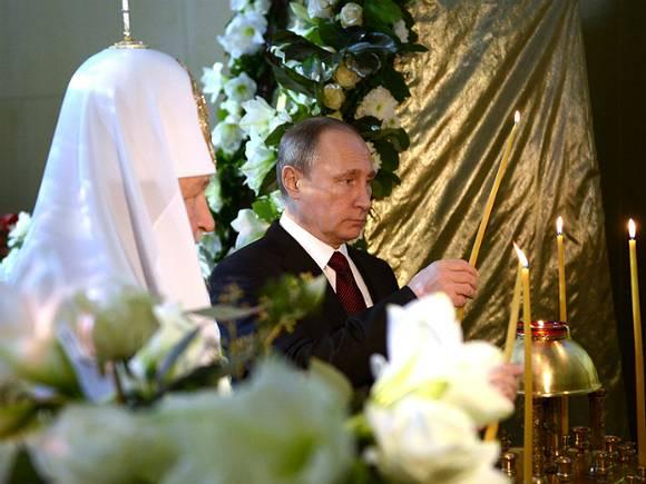 Благодатный огонь доставлен вхрам Христа Спасителя в российской столице