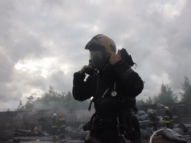 За ночь в двух районах Петербурга произошли пожары