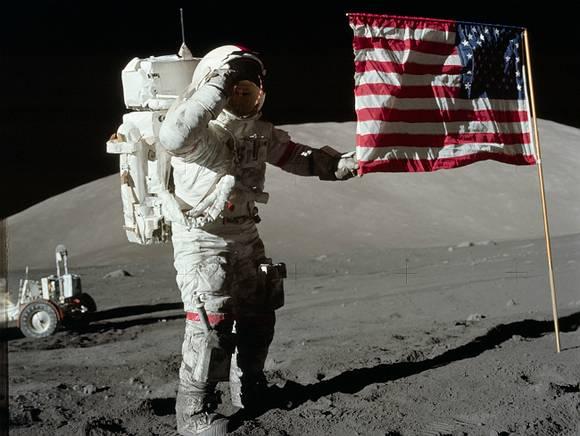 Уфологи: На Луне космонавтам не рады