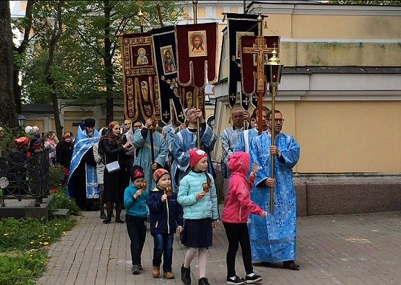 В Кургане духовник патриарха Кирилла проигнорировал «простую» паству и принял только VIP-прихожан