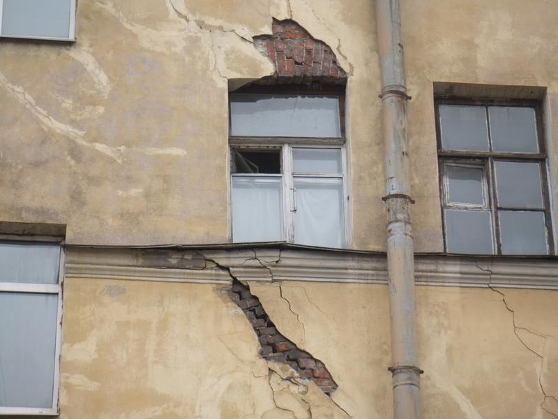 В Совфеде предложили передать Фонду ЖХК контроль за проведением капремонта домов