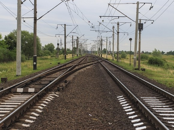 Поезд сошел с рельсов в Индии, погибли больше 20 человек