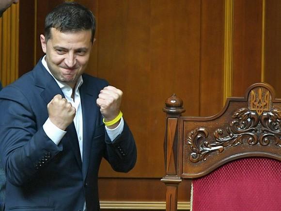 Зеленский распорядился ускорить экономическое развитие Украины