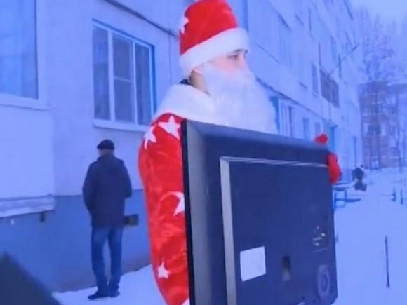Креатив из Чувашии. Судебный пристав в костюме Деда Мороза