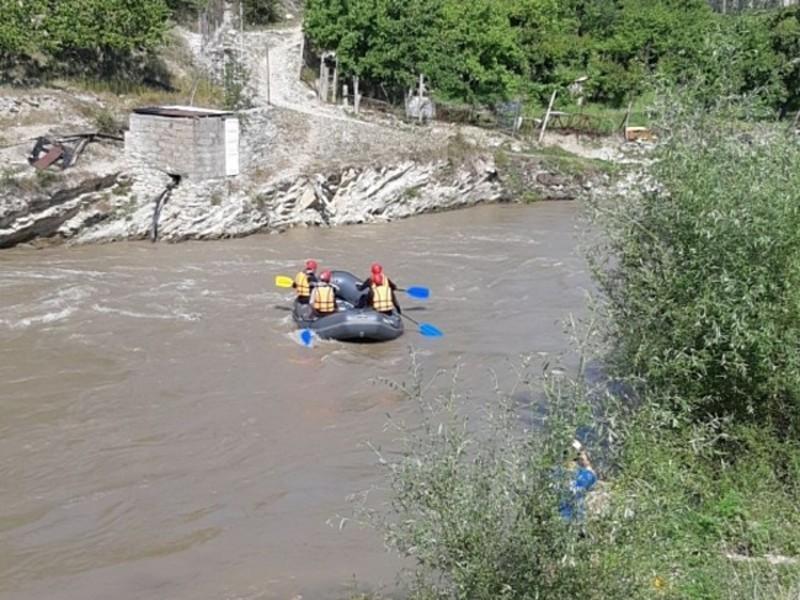Турист из Москвы сорвался в горную реку в Домбае