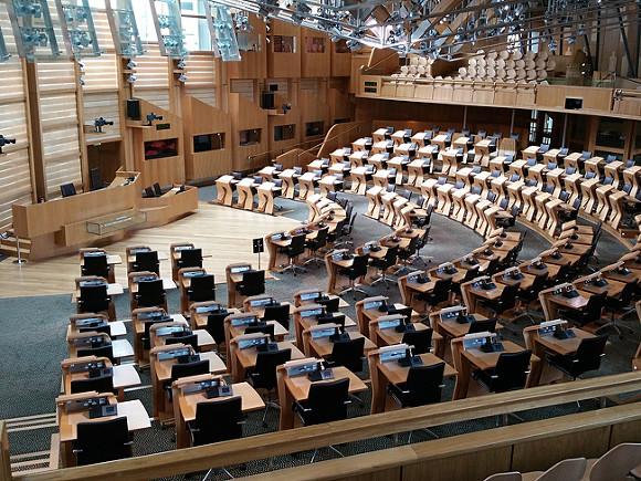 Парламент Шотландии приостановил дебаты относительно второго референдума о независимости из-за ЧП в Лондоне