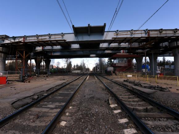 Школьница сорвалась сжелезнодорожного моста через Охту
