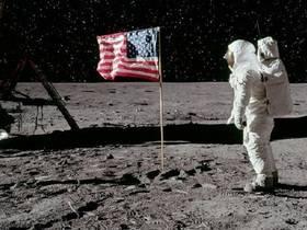 Американцы на Луне, а Брежнев в Польше