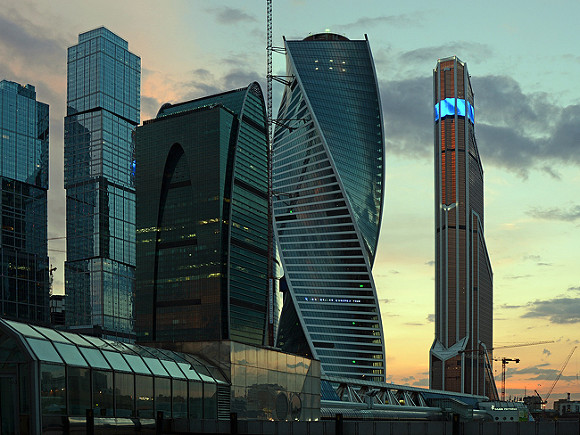 Встолице мужчина упал ссотового этажа небоскреба в«Москва-Сити»