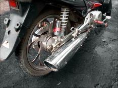 В Ленобласти мотоциклист, выехавший на встречку, получил тяжелые травмы