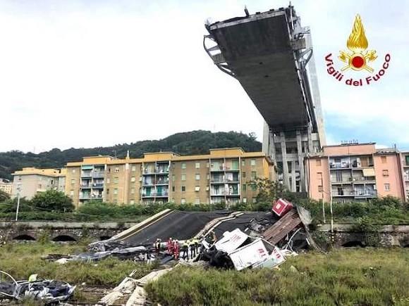 Вину за обрушение моста в Генуе возложили на дорожную компанию