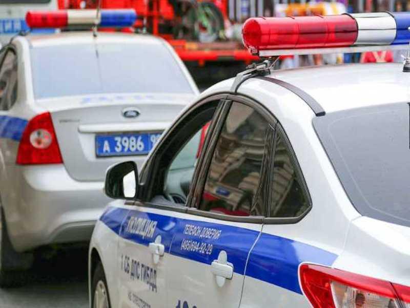 В Москве автомобиль насмерть сбил пешехода и протаранил грузовик