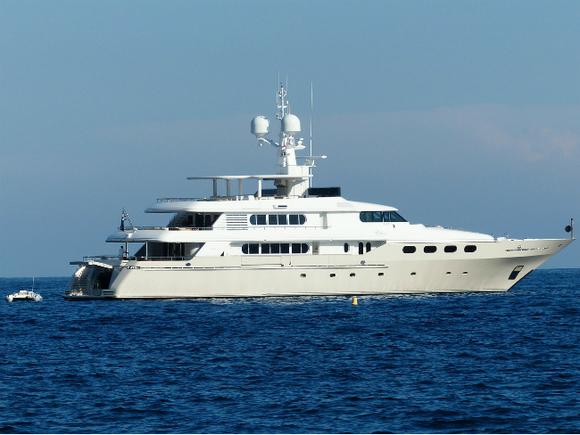 Яхта русского олигарха Мельниченко застряла вБалтийском море