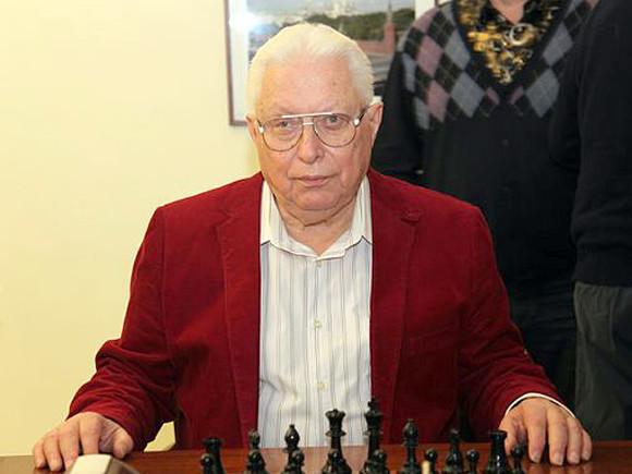 Ушёл изжизни гроссмейстер Васюков, тренировавший чемпиона мира Карпова