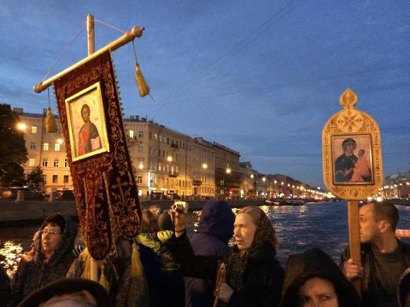 ВПетербурге прошел «плавучий молебен» против абортов