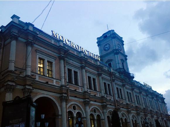 Шнуров представил москвичам свою выставку «Ретроспектива Брендреализма»