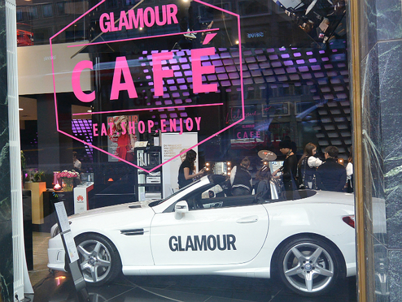 Журнал Glamour признал Боно изU2 «Женщиной года»