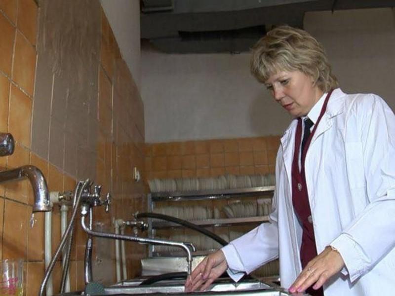Ульяновских школьников продолжают кормить червями: теперь в компоте (ф