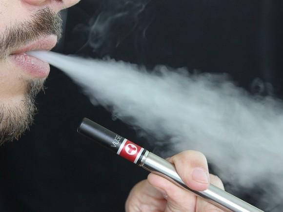 Электронные сигареты иникотиновые пластыри оказались одинаково вредны для здоровья