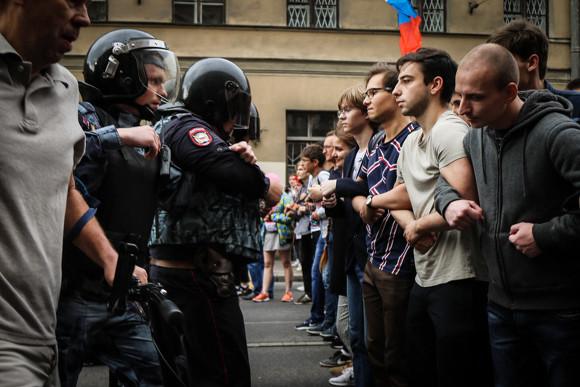 Пивоваров будет судиться соСмольным из-за переноса митинга вУдельный парк