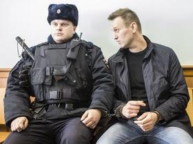 Почему в Интернете сегодня поздравляют с днем рождения Алексея Навального?
