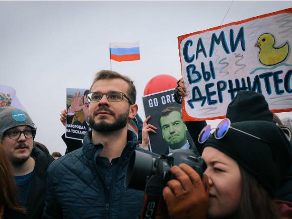 Пострадавший наакции в российской столице полицейский проходил очевидцем поБолотному делу