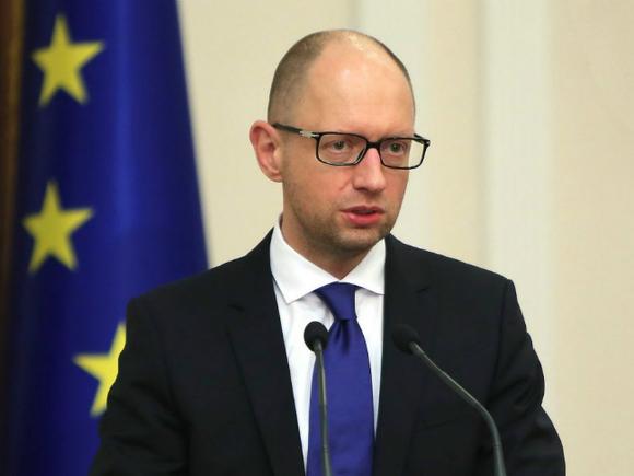 Яценюк: Меня не волнуют распри и мелочная борьба украинских политиков за власть
