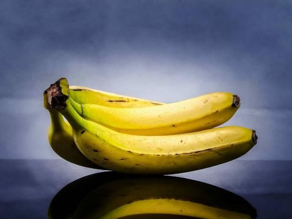 Ононироват член шкуркой от банана