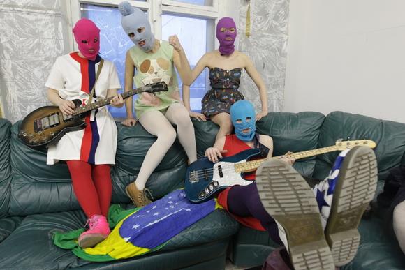 Артистка Хлое Севиньи сыграла вклипе Pussy Riot оКрасном Октябре