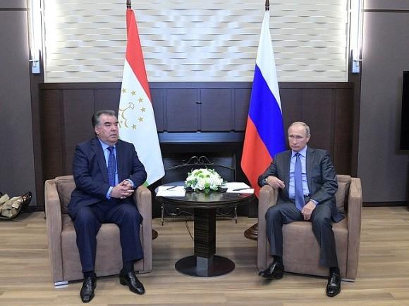 Путин встретился вСочи спрезидентом Таджикистана Эмомали Рахмоном