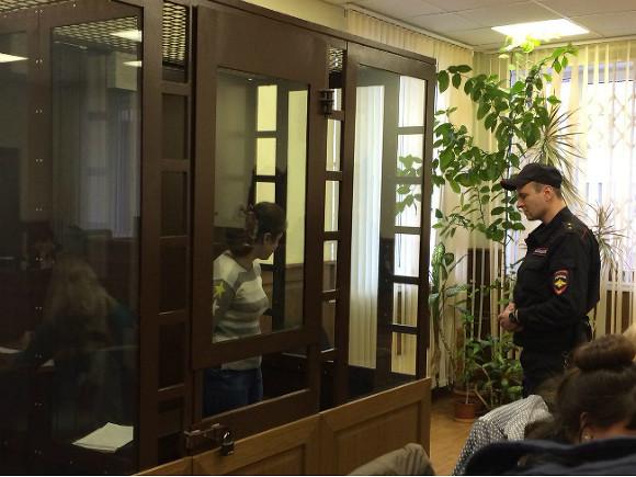 Соучастница нападения на водителя школьного автобуса в Петербурга получила реальный срок