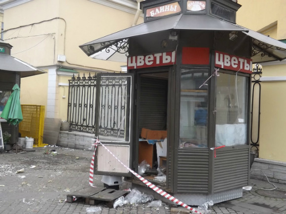 В северной столице наСенной площади сносят нелегальные ларьки