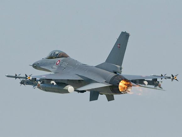 Во Франции пилота истребителя катапультировало во время взлета