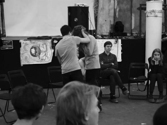 Русская артистка дала пощечину возмутившейся зрительнице: Театр