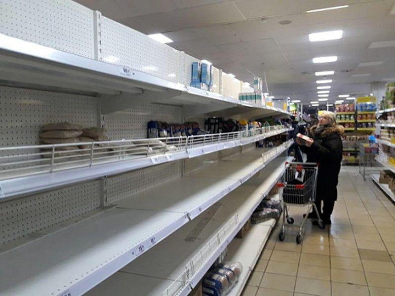 Губернатор просит курян не поддаваться панике и не скупать продукты