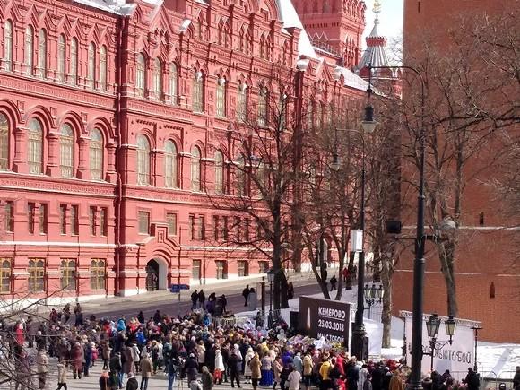 НаМанежной площади прошла траурная акция попогибшим вКемерово