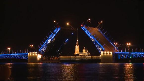 Дворцовый мост в северной столице будет синим