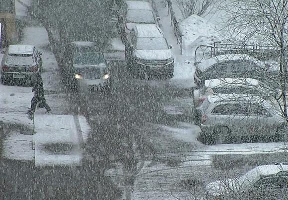 Нарофоминцев предупреждают о продолжении снегопада