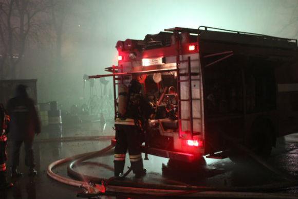 Насевере столицы cотрудники экстренных служб эвакуировали около 30 детей изгорящего здания