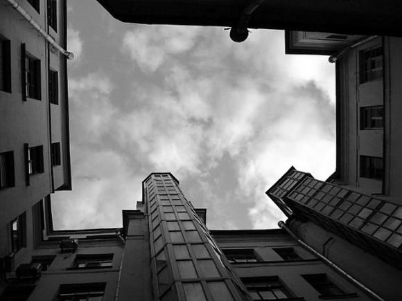 ВПетербурге мужчина выбросил мать изокна 2-го этажа