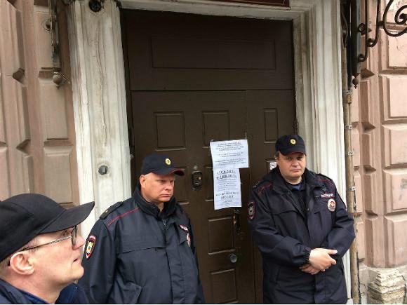 ВПетербурге милиция увезла из клиники вспецприемник объявившего голодовку правозащитника Идрисова