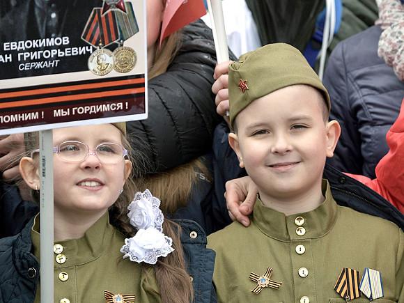 НаМамаев Курган взошел многотысячный «Бессмертный полк»