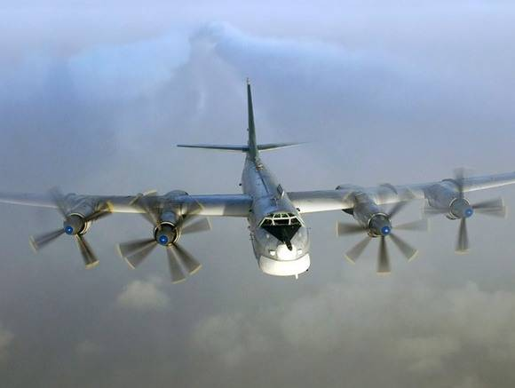 СМИ сообщили оперехвате 2-х бомбардировщиковРФ североамериканскими F-22 уАляски