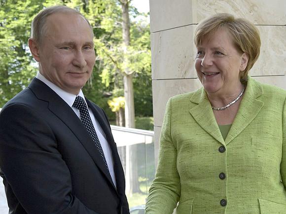 Владимир Путин сказал Ангеле Меркель, почему русские военные наблюдатели покинули Донбасс