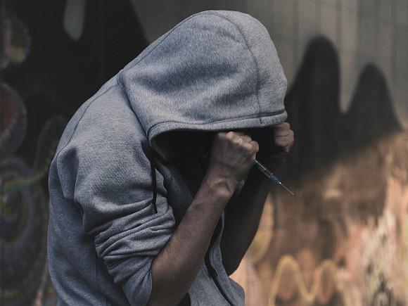 Чайка: Наркотики в России употребляют почти 6 тыс. подростков