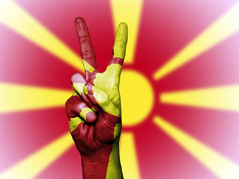 Парламент Македонии одобрил внесение поправок о переименовании страны
