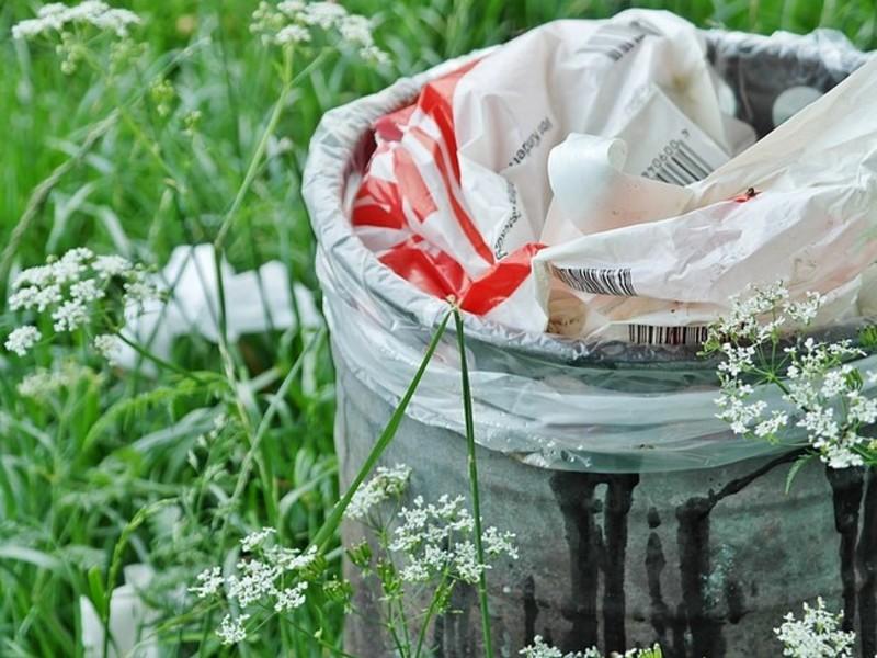 В Красноярском крае, где из-за реформы дворы завалены мусором, горожан