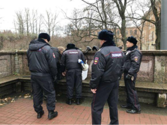 УСмольного милиция задержала четверых революционеров