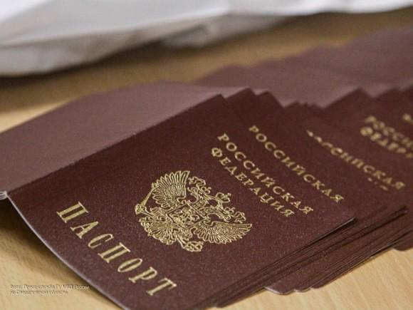 """Rusiya vətəndaşlıq """"paylayır"""": Bu şəxslərin pasport alması asanlaşır"""
